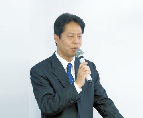 坂井 康文氏